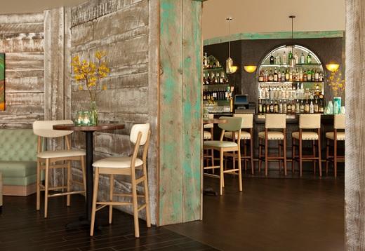 Bar at the Kona Kai Resort & Marina.