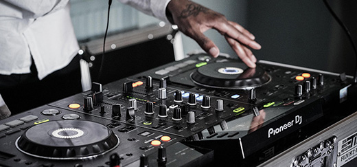 Top Tips for Hiring the Best Wedding DJ