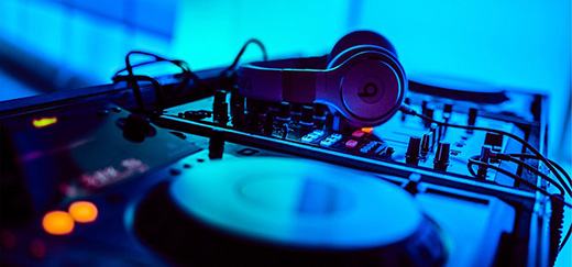 Best Tips for Hiring a Corporate DJ