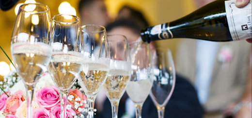 Cocktail Hour Entertainment Ideas for Your Wedding Reception