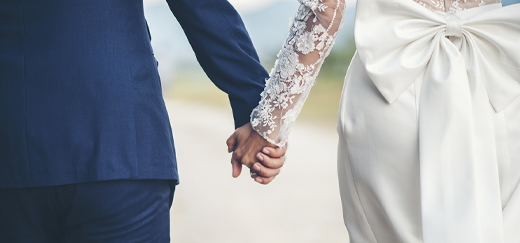 When to Contact Your Wedding Vendors if COVID-19 Is Causing You to Postpone